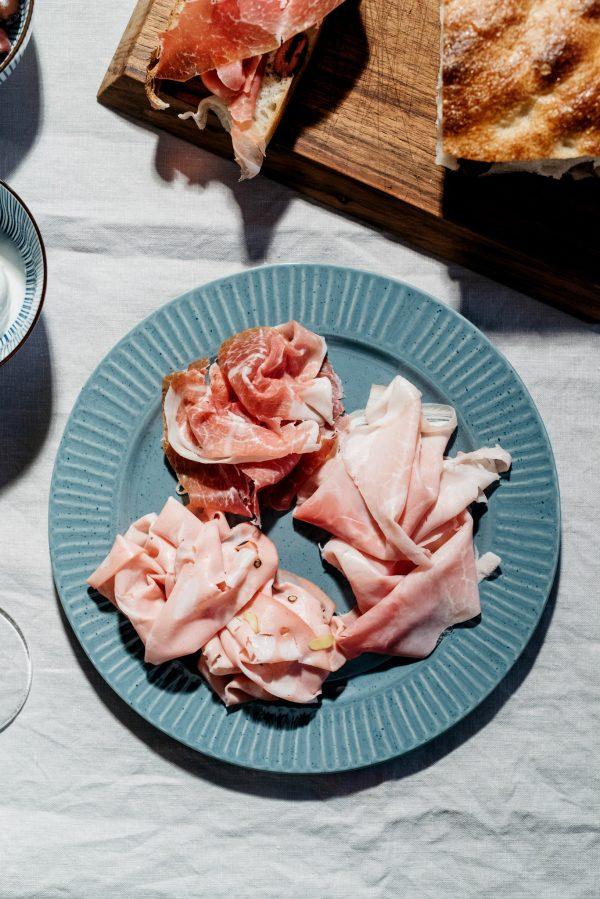talijanski-pršut-mortadela-na-tanjuru-dva-srca-kuhača