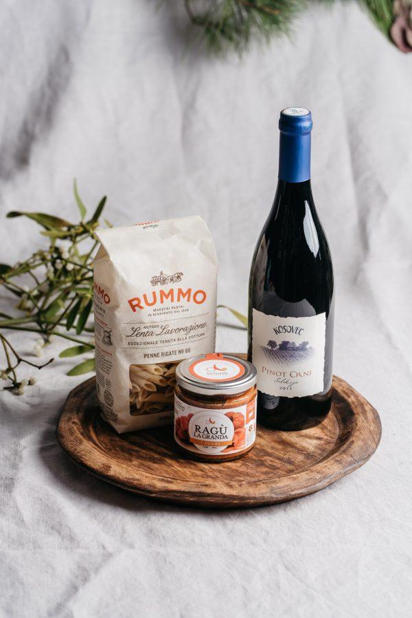 paket-za-ručak-večeru-mesni-ragu-tjestenina-vino