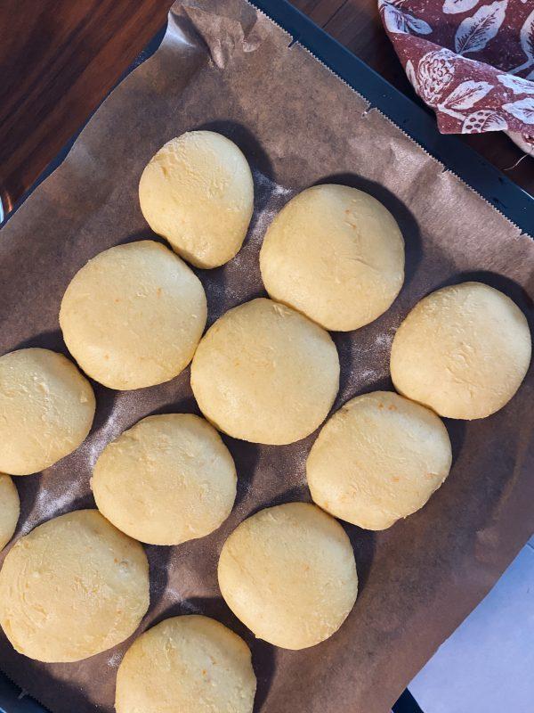 priprema-domaćih-sourdough-krafni-dva-srca-kuhača