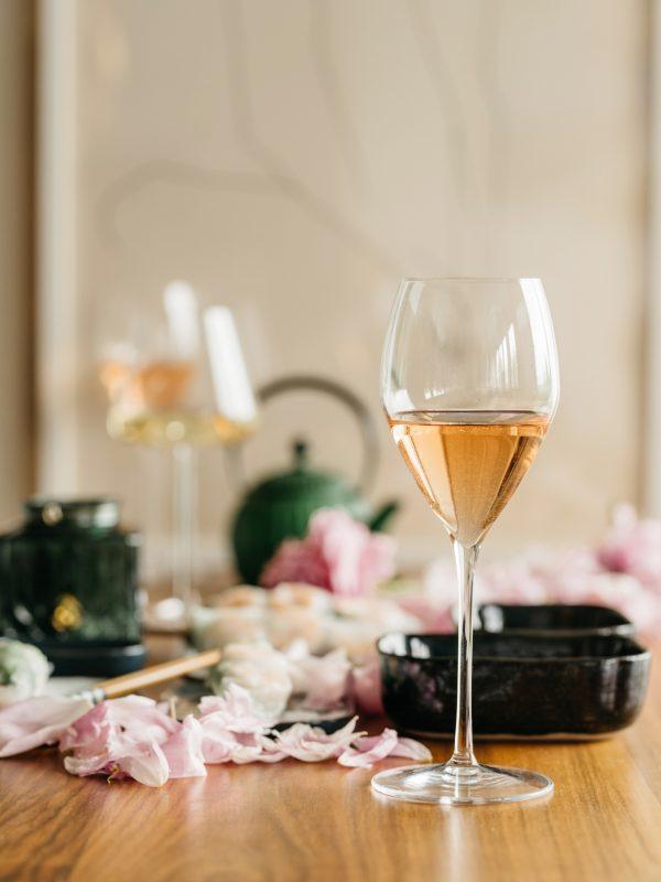 vinska-čaša-rose-vino-dva-srca-kuhača
